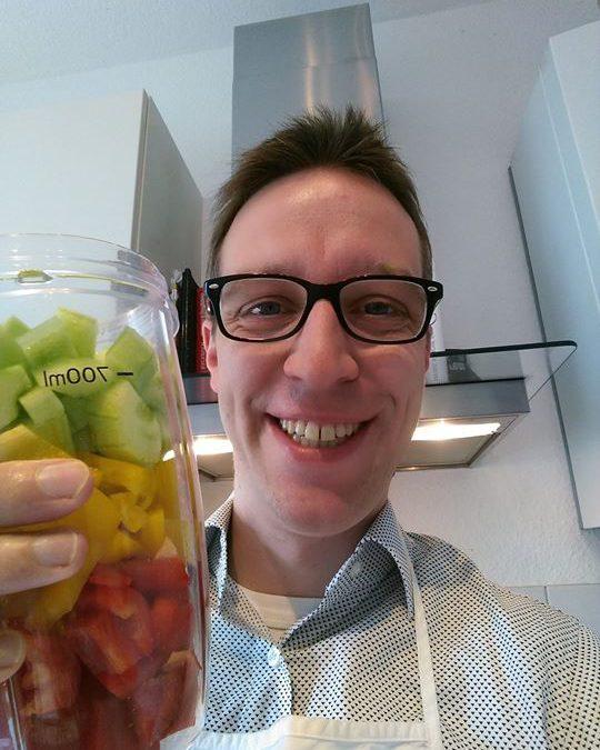 Ein Hoch auf den Sommer… Gleich gibt's Gazpacho mit Gemüse vom Niederrhein…Gutes kann so einfach sein :-)