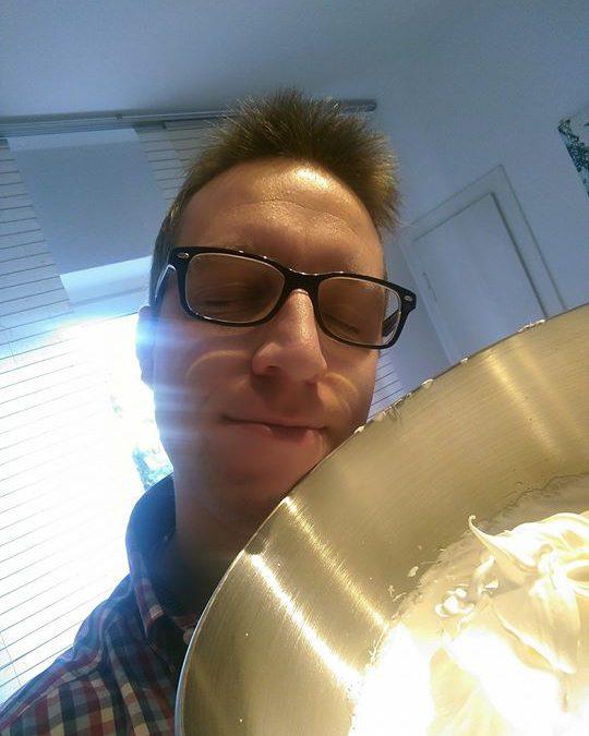 Ein Traum, der Eischnee und ich mögen uns ganz besonders, gleich werde ich ihn mit einer Zitronensahnetorte zusammenführen, damit ein himmlischer Genuss daraus entsteht :-) Preisfrage: Inwiefern gibt der Schüsselinhalt Aufschluss über unser Tagesangebot von Sonntag? Wir sehen uns um 10 Uhr!
