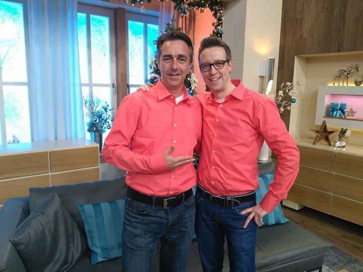 Heute lösen wir ein Versprechen ein, welches wir allen Kollegen von QVC Deutschland gegeben haben. Die Kollegen waren mehrheitlich der Meinung, dass wir ein Herrenhemd in den QVC Farben anbieten sollen und hier ist es :-) Möglich gemacht hat es unser Einkaufsdirektor Ronald Käding. Wie gefällt es euch? Bestellen lässt es sich unter der Artikelnummer 134140 oder unter u.a. Link Farbe im Winter, ich finds toll! :-) http://ift.tt/2g86DP5